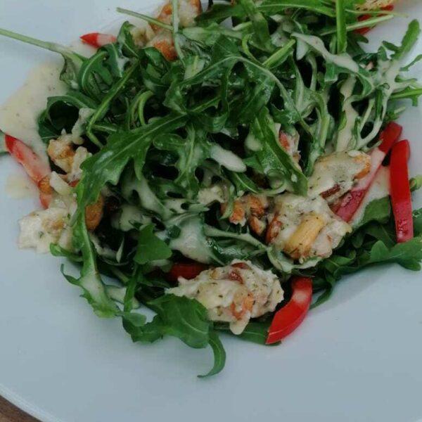 Fruchtiger Rucola Salat mit Ziegenkäse